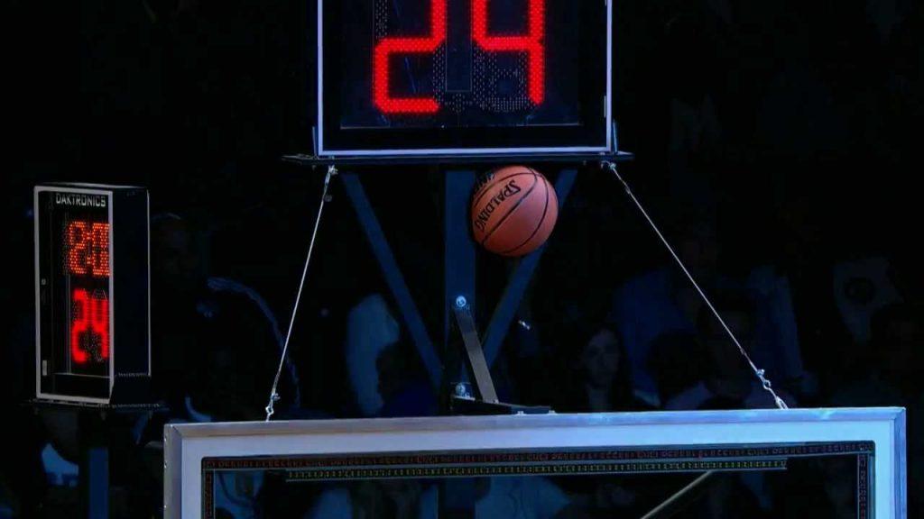 Τα ευτράπελα του NBA : Όταν η μπάλα κολλάει σε...περίεργα σημεία (videos)